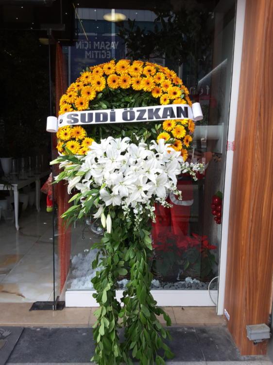 Sarı Gerbera & Beyaz Lilyum Ayaklı Çelenk